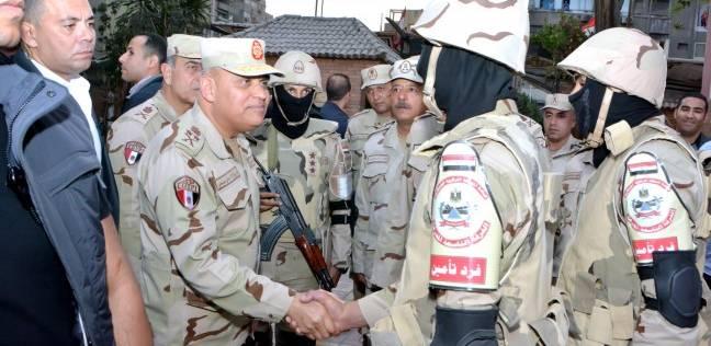 وزير الدفاع بعد تفقده اللجان: سنواجه كل من يحاول العبث بمقدرات الشعب