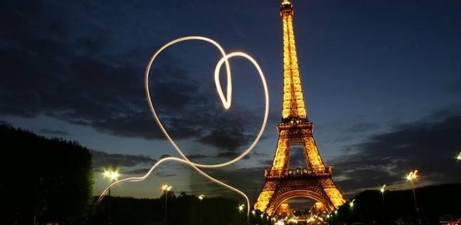 بالفيديو| هدية عيد الحب.. قطعة من برج إيفل