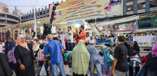 إقبال كبير من المواطنين على الأدوات المدرسية بمعرض الترجمان