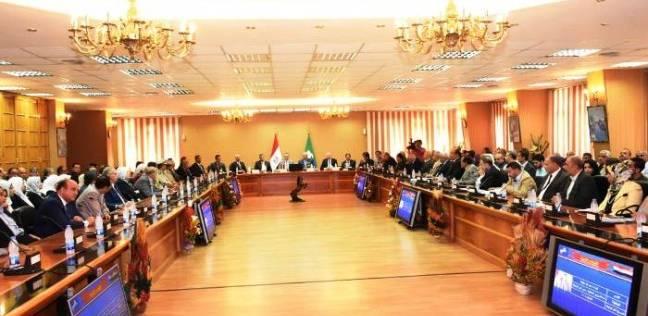 محافظ الشرقية يتسلم خريطة المشروعات.. سيشهد سبتمبر افتتاح 154