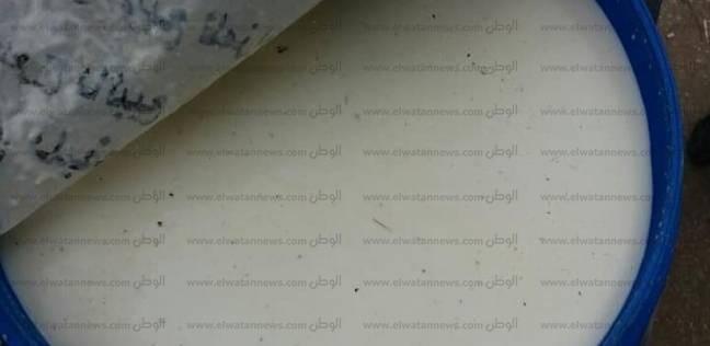"""""""تموين بني سويف"""" يضبط طن ألبان فاسدة في مركز ناصر"""