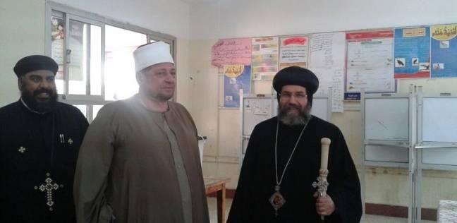 """مطران ومدير """"أوقاف"""" ميت غمر يدلي بصوته في الانتخابات"""