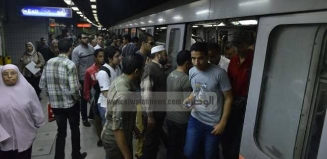 """عاجل  عودة حركة """"مترو الأنفاق"""" إلى طبيعتها بعد رفع جثمان """"فتاة"""" سقطت أمام قطار بالدقي"""