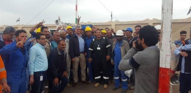 رئيسا شركتي بتروبل وبتروجيت يدليان بصوتهما في غرب بورسعيد