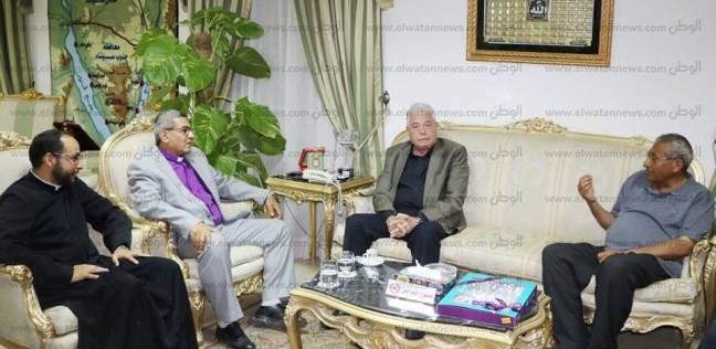 وفد من كنائس شرم الشيخ يهنئ محافظ جنوب سيناء بعيد الأضحى