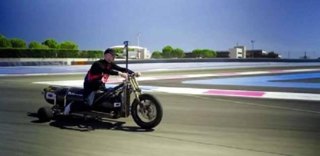 اختراع مركبة ثلاثية العجلات تصل لـ100 كيلو متر في نصف ثانية