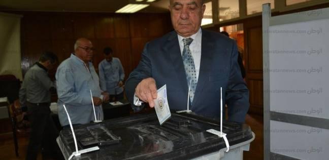 وزير التنمية المحلية: الشرطة تلاحق شخصا جمع بطاقات الناخبين وفر هاربا