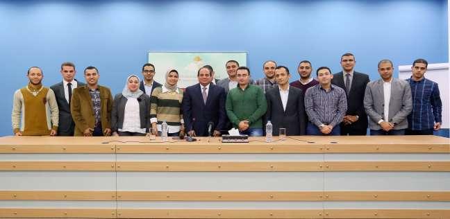 الورد اللى فتَّح في  مؤسسات مصر .. 6 نماذج ناجحة من خريجي برنامج تأهيل الشباب للقيادة - مصر -