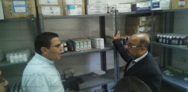 """وكيل """"صحة أسيوط"""" يفاجئ الوحدات الصحية للاطمئنان على توافر الأدوية"""