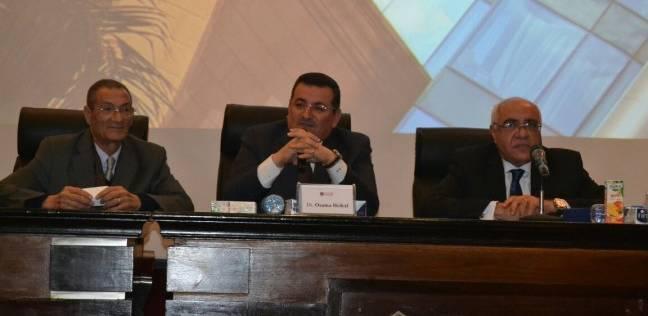 """أسامة هيكل يشارك فى توزيع شهادات دورة التدريب الإعلامي لطلبة جامعة """"المستقبل"""""""