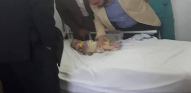 """رئيس جامعة المنوفية يزور """"طفلة الإهمال الطبي"""" ويطمئن على حالتها الصحية"""