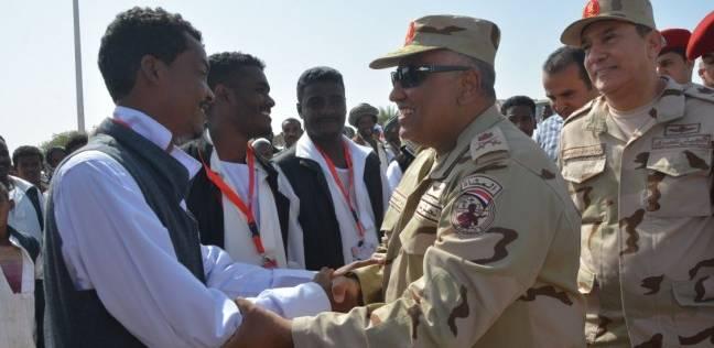 قائد المنطقة الجنوبية العسكرية يطمئن على سير الانتخابات بحلايب وشلاتين