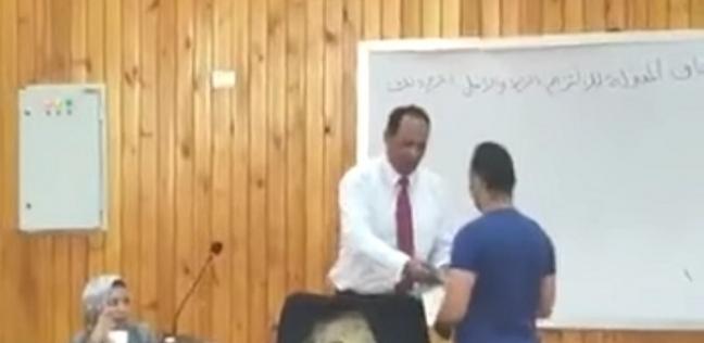 أحمد مع الدكتور مصطفى