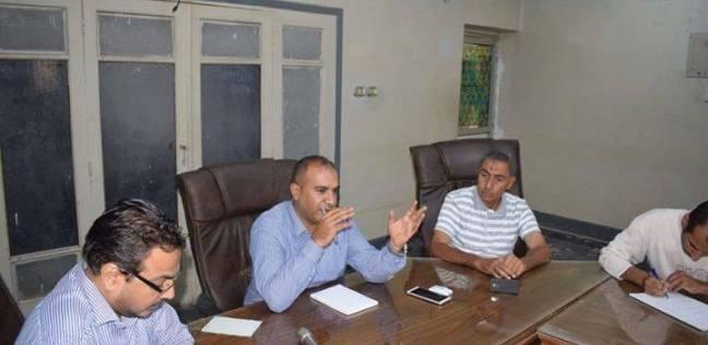 رئيس مركز أبوقرقاص في المنيا يناقش نسب تنفيذ المشروعات الخدمية