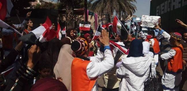 فرقة نوبي تحتفل وسط الناخبين أمام لجان غرب الإسكندرية
