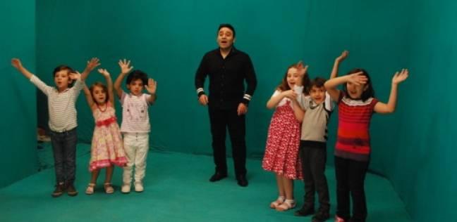 مجد القاسم يغني للأطفال مرضى السرطان في الإسكندرية