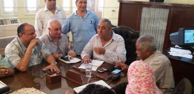 مدير الإدارة التعليمية بسيدي سالم في كفر الشيخ يطالب برصف طرق المدارس
