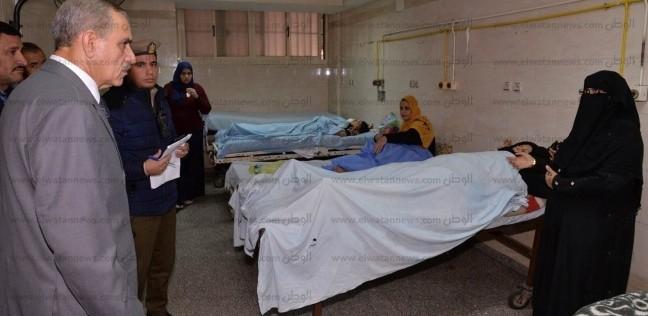 بالصور| محافظ أسيوط يزور مصابي حادث طريق سوهاج الغربي