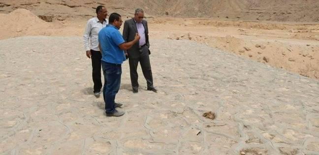 """""""المحليات"""" و""""الري"""" تتابعان مخرات السيول في المنيا"""