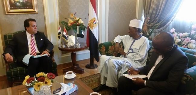 وزير التعليم العالي يبحث مع سفير نيجيريا زيادة أعداد الطلاب بالجامعات