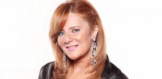 """رانيا ياسين لـ""""شيرين"""" بعد سقطة """"البلهارسيا"""": لقد نفد رصيدكم"""