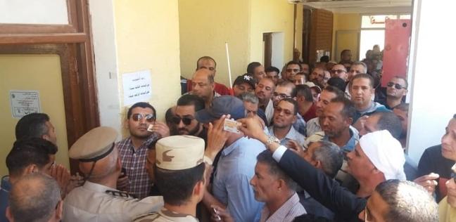 7 آلاف مواطن يدلون بأصواتهم في الاستفتاء بالوادي الجديد