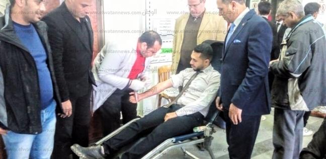 رئيس جامعة دمنهور يقود حملة للتبرع بالدم لمصابي حادث محطة مصر