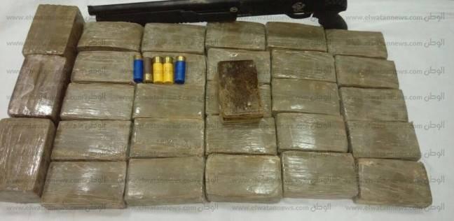 حبس عاطل بتهمة حيازة أسلحة نارية ومخدرات ببولاق الدكرور