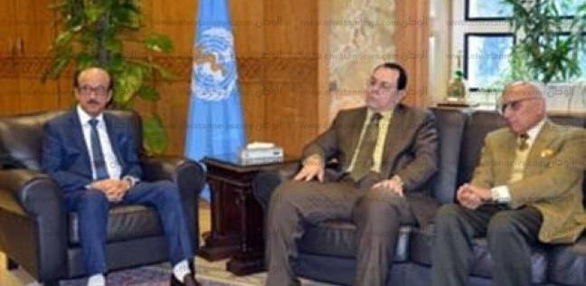 """المدير الإقليمي لمنظمة الصحة يناقش مع رئيس """"الأزهر"""" تدريب الطلاب الوافدين"""