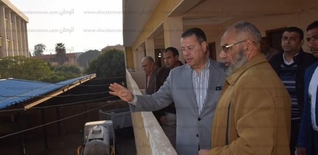 محافظ بني سويف يفاجئ العاملين بمجلس قروي باروط