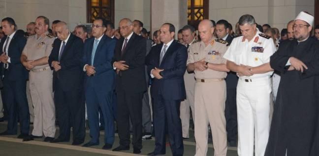 بالفيديو| بين البساطة والرسمية.. طقوس رؤساء مصر في الاحتفال بالعيد