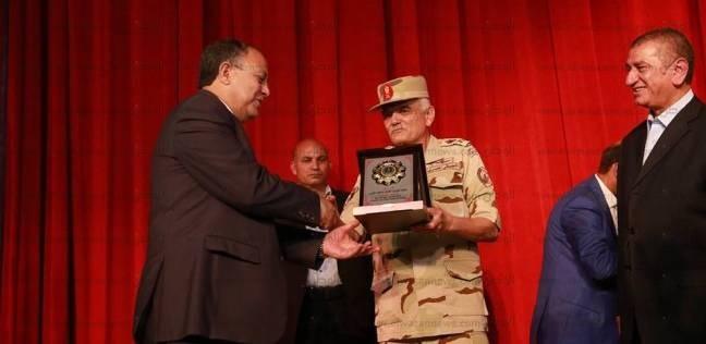 محافظ كفر الشيخ يكرم 350 من أسر شهداء ومصابي العمليات الحربية