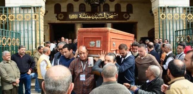 بالصور| منة شلبي ودينا الشربيني في جنازة والدة تامر حبيب