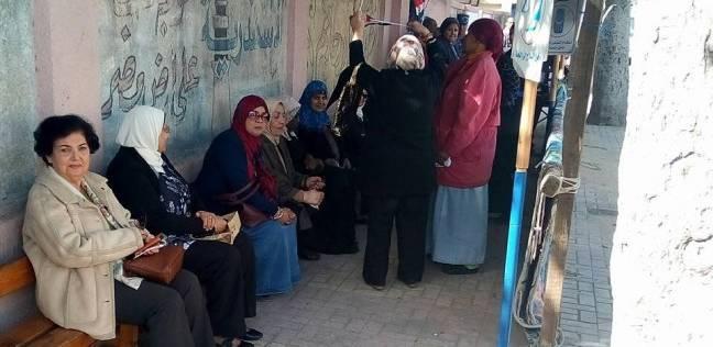 إقبال السيدات للإدلاء بأصواتهن وسط الإسكندرية