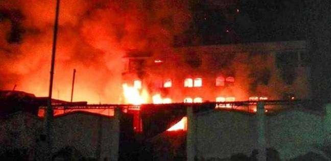 11 سيارة إطفاء لإخماد حريق مخزن أدوات صحية بالدقهلية