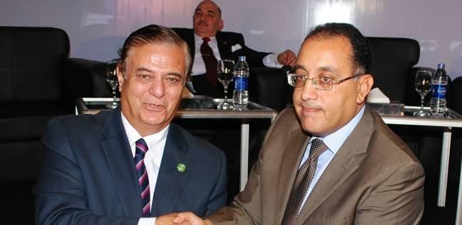 وزير الإسكان يكرم الرئيس التنفيذي للشركة السعودية المصرية