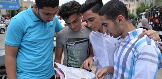 مصر   طلاب «الثانوية» عن امتحان «الإنجليزى»: فى مستوى المتوسط
