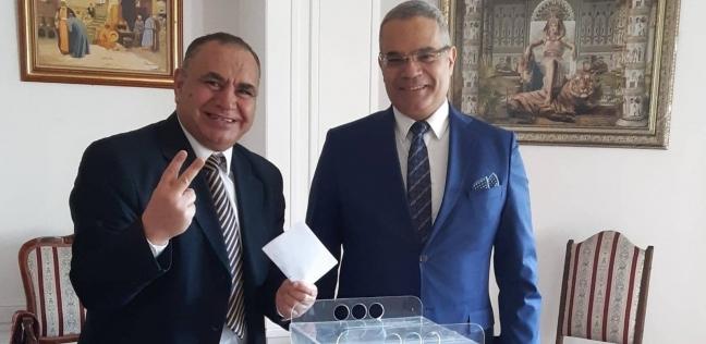 رئيس الجالية المصرية برومانيا يدلي بصوته في الاستفتاء: تحيا مصر