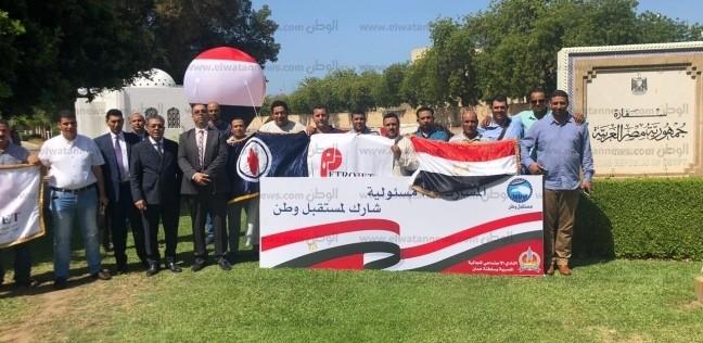 صور| للتصويت على تعديل الدستور.. صلاة الجمعة داخل سفارة مصر بعمان