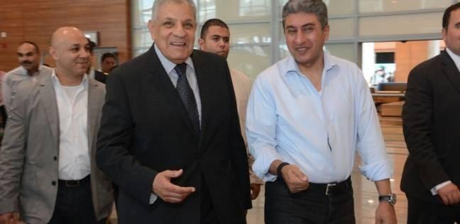 محلب ووزير الطيران يتفقدان أعمال التشطيبات النهائية بمبنى الركاب 2 بمطار القاهرة