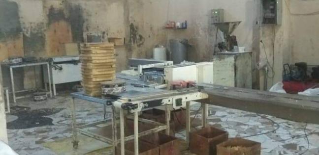 ضبط مصنع لإعادة تدوير البسكويت غرب الإسكندرية