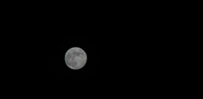 القمر قرب نجم السماك الأعزل