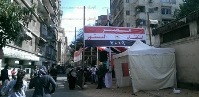 بالصور  تجمع المواطنين أمام لجان السيدة زينب قبل فتح باب التصويت