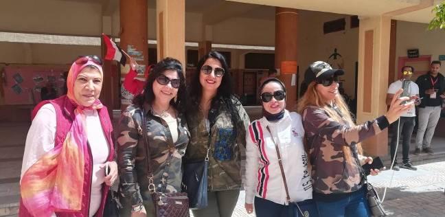 401061ef7239a الإسكندرية  نساء يُصوِّتن بزى الجيش  «بنحبك يا سيسى»