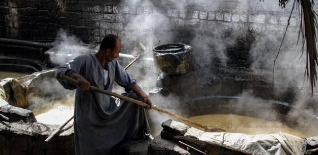 صناعة الأجداد فى «نجع حمادى»: العسل الأسود.. «الحلو اللى خارج من عرق جبين الفلاحين»