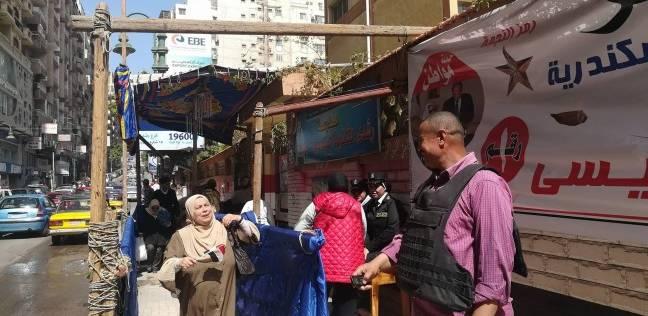 تزايد إقبال الناخبين علي مدرسة رشدي الثانوية بالإسكندرية