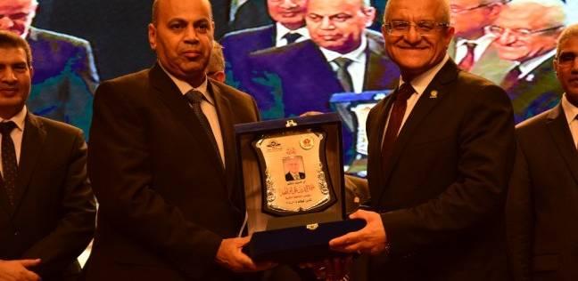 تكريم رئيس جامعة المنيا بعد انتهاء فترة خدمته