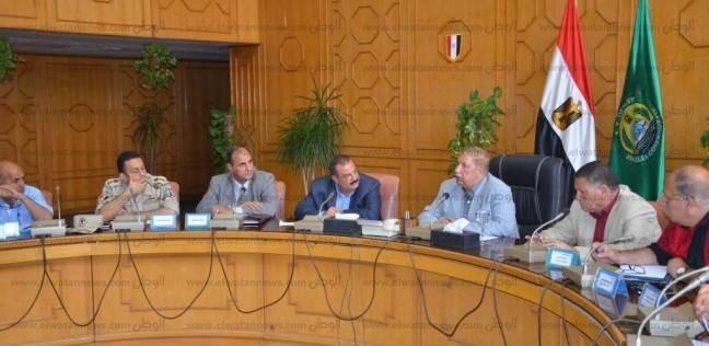 بالصور| محافظ الإسماعيلية يطلب تقريرا عن نسب تنفيذ مشروعات المياه والصرف