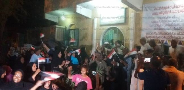 صور| احتشاد مئات النوبيات للتصويت بانتخابات الرئاسة في أسوان