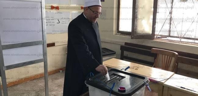 بالصور| مفتي الجمهورية يدلي بصوته في الانتخابات الرئاسية